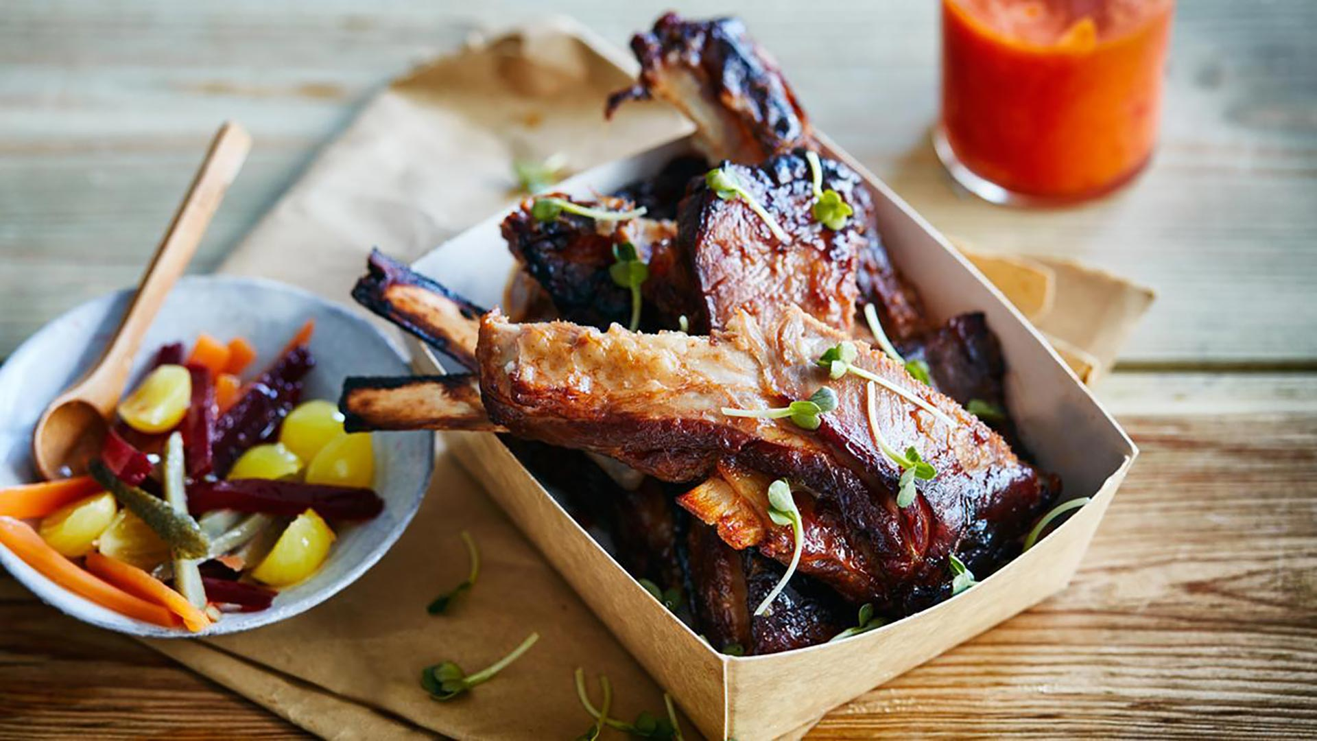 Savory ribs with thyme and chili